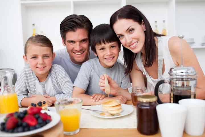 Family-having-healthy-breakfast-together Fashioning Fresher Breakfast Breath