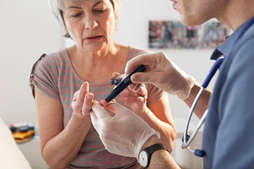 CONSULTING-FOR-DIABETES-ELDERLY Adult Diabetes Causes The Loss of Twice As Many Teeth